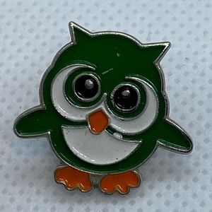 Small green enamel owl pin